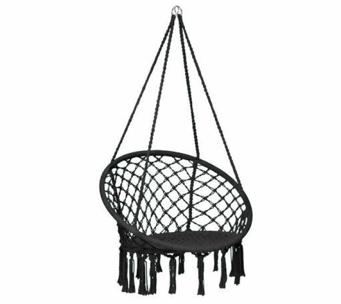svart hängstol med fransar