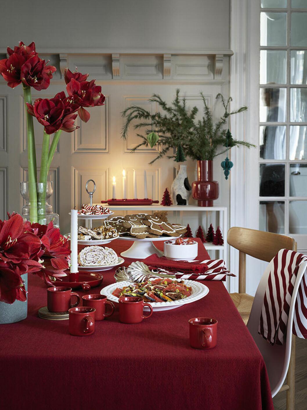 Rött är julens färg 2019 –enligt Åhléns
