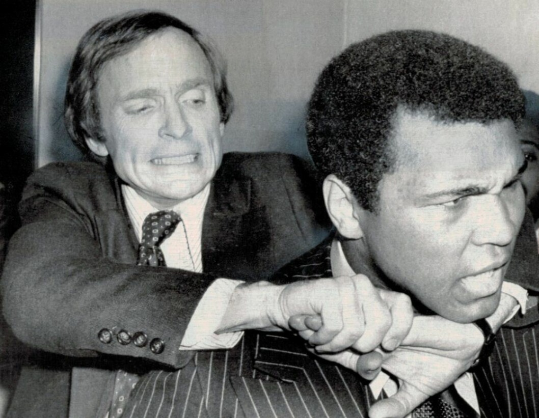 En bild på boxaren Mohammed Ali och programledaren Dick Cavett.