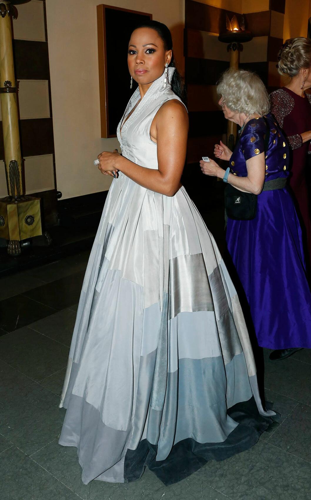 Alice Bah Kuhnke på Nobelfesten 2018 i klänning från Remake
