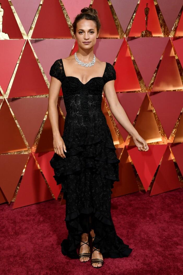 Alicia Vikander i svart klänning