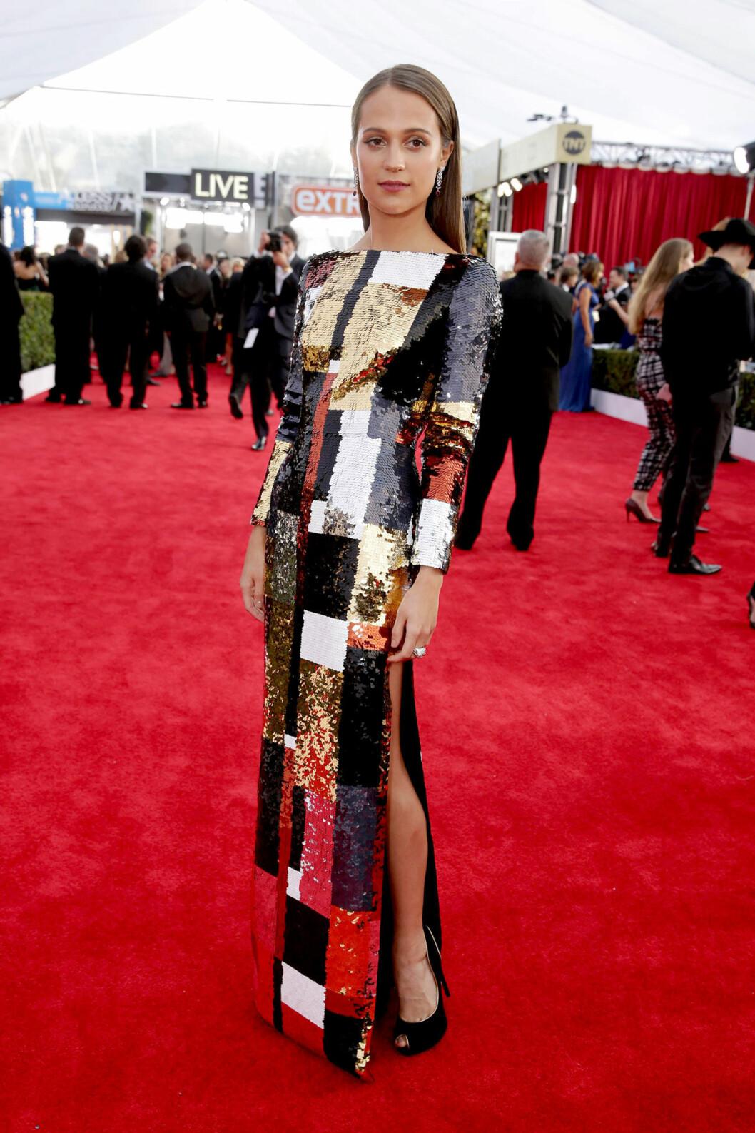 Alicia Vikander i vacker paljettklänning