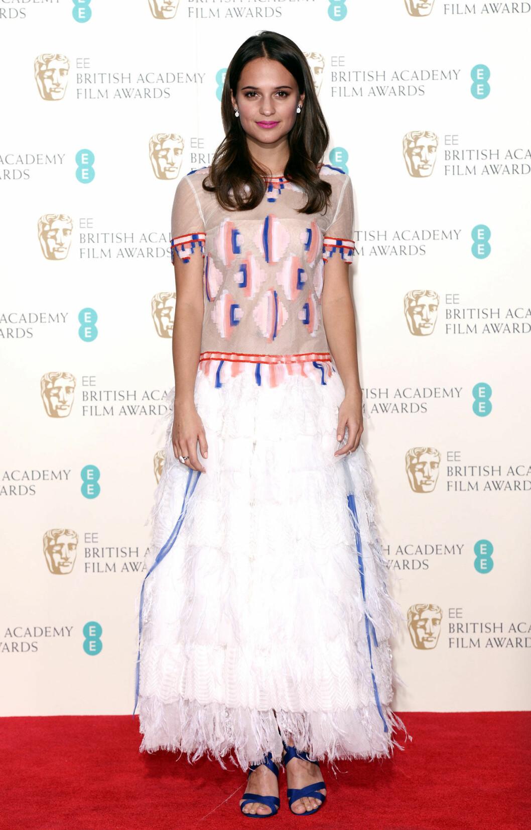 Alicia Vikander klädd i klänning från Chanel