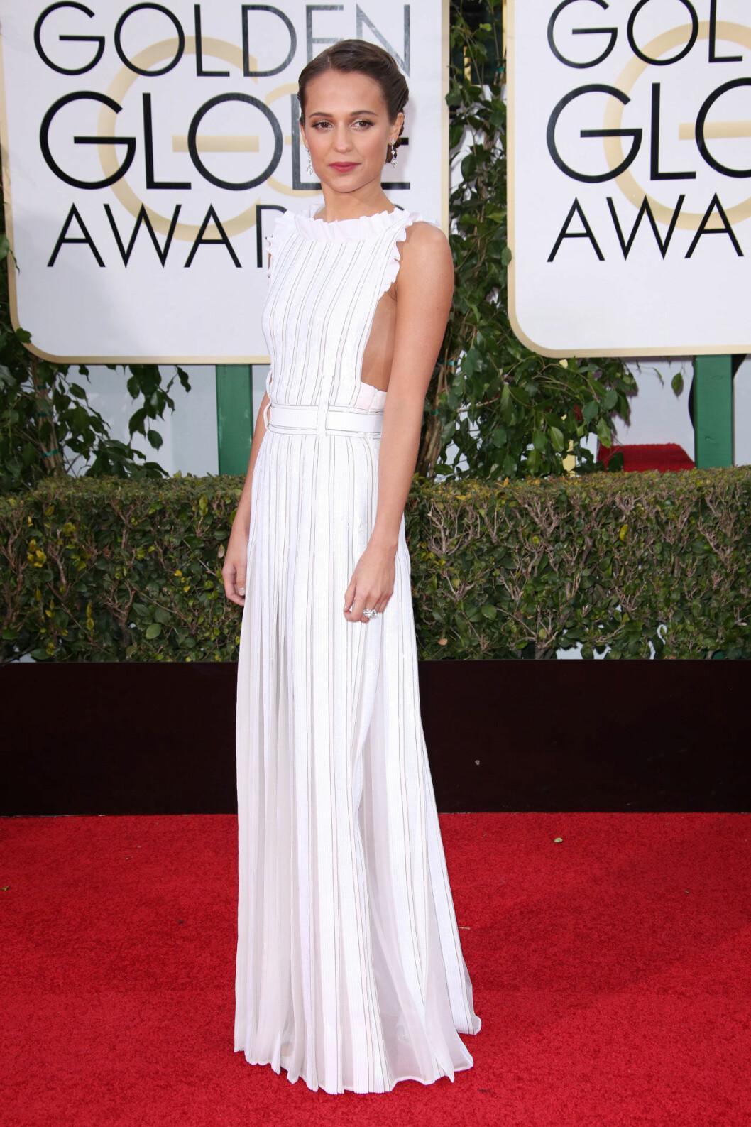 Alicia Vikander i vit klänning