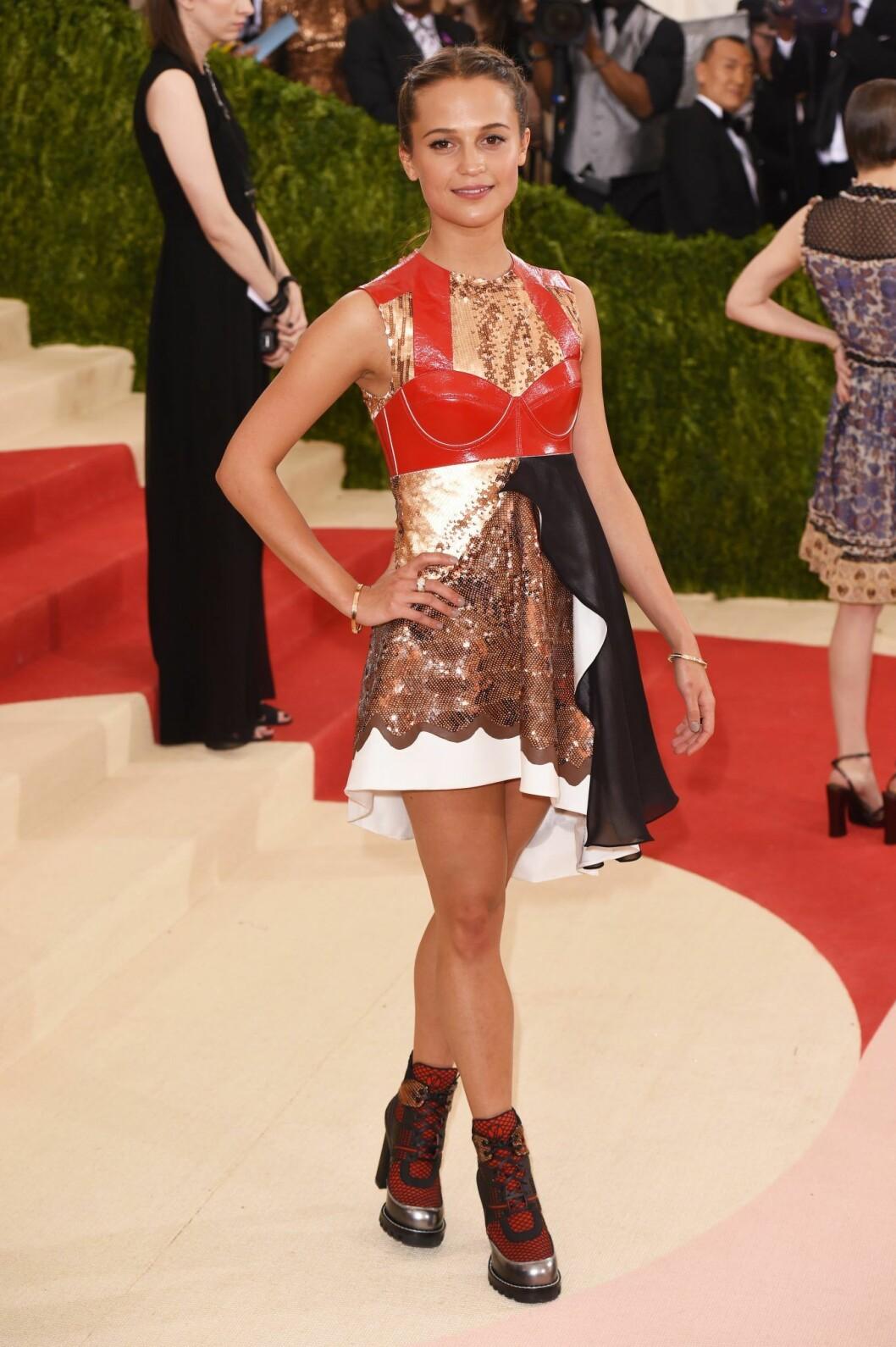Alicia Vikander på Met-galan 2016