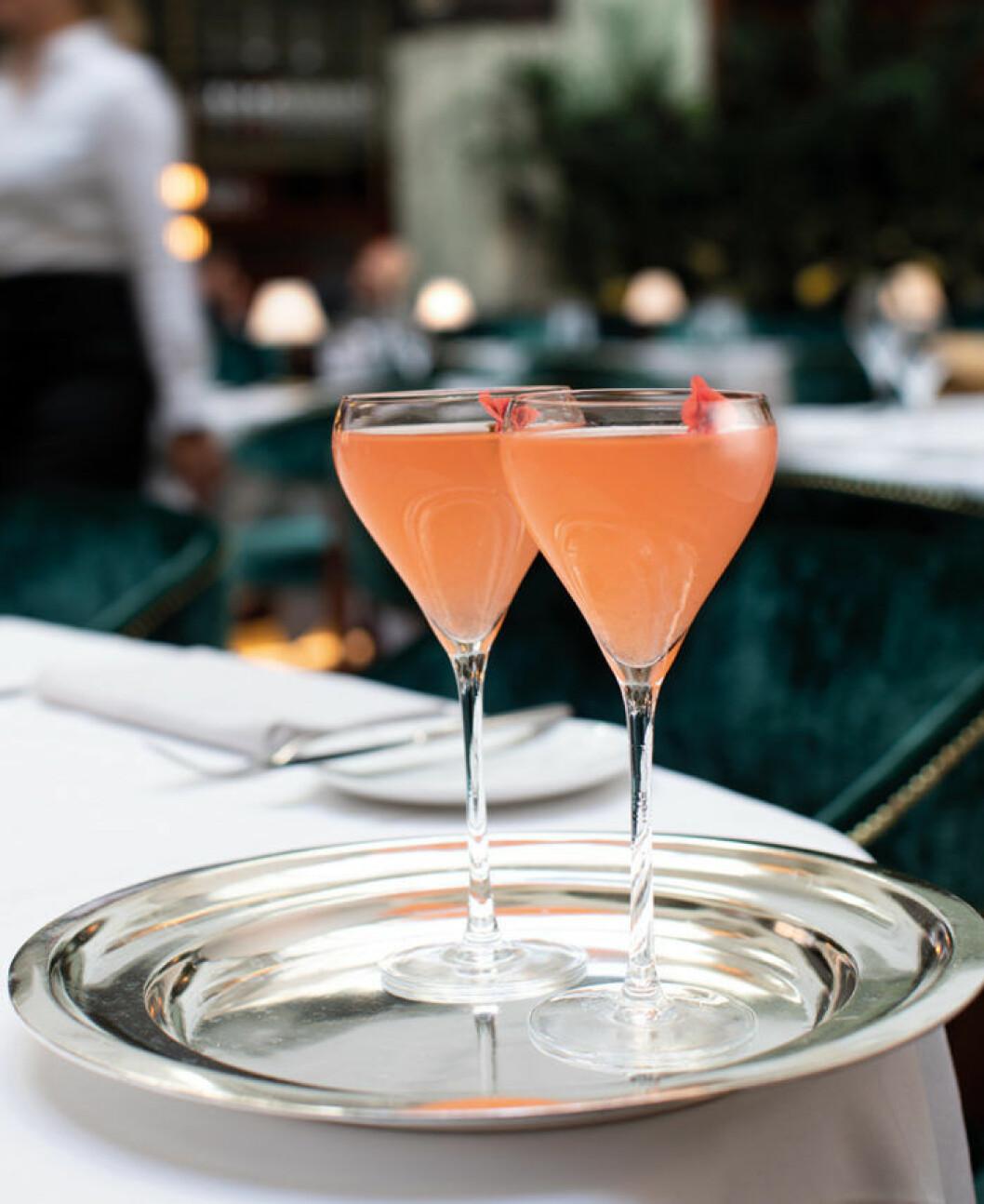 Den alkoholfria drinken Sunset från Bank Hotel.