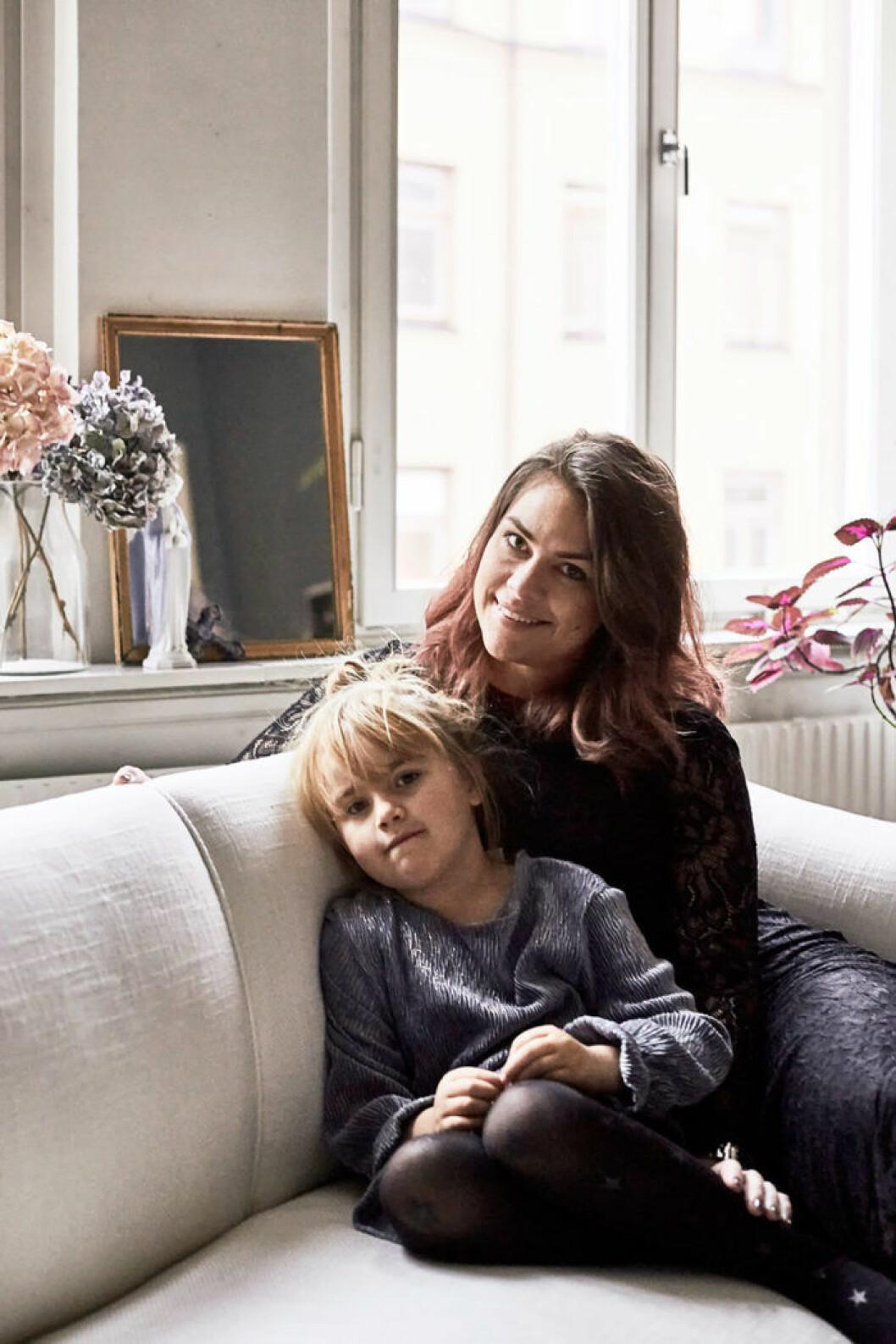Amelia Widell och hennes barn.
