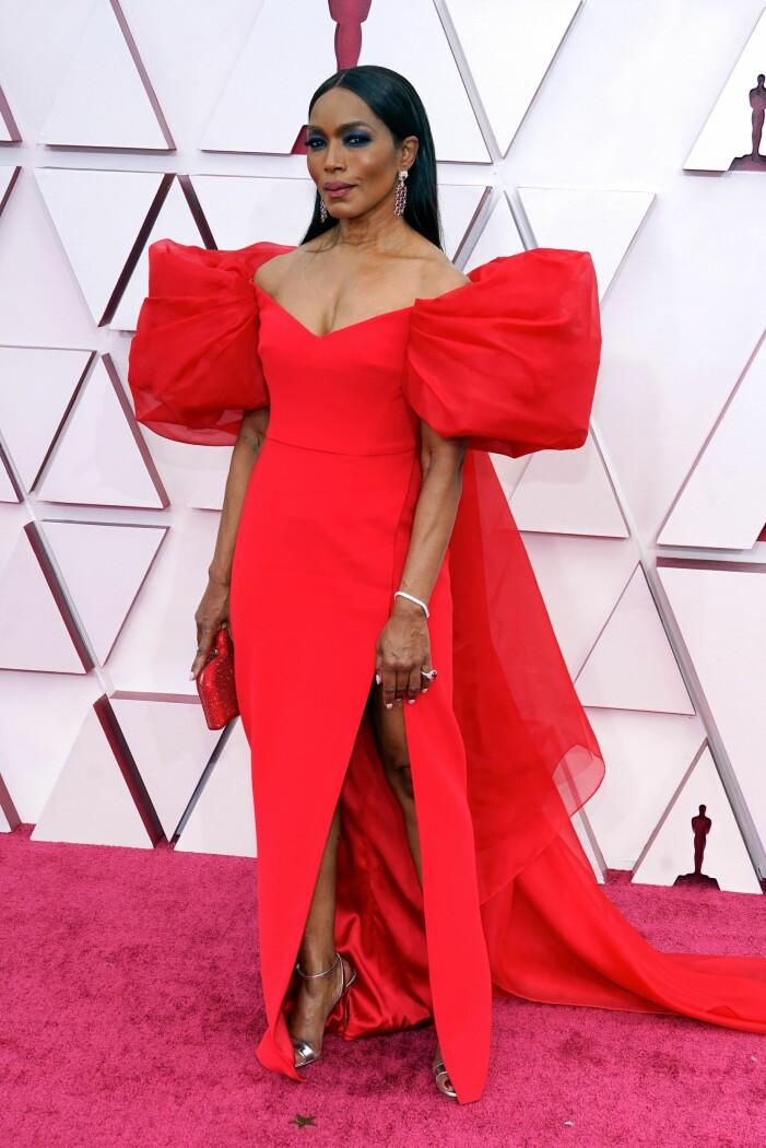 Angela Bassett på röda mattan på Oscarsgalan 2021