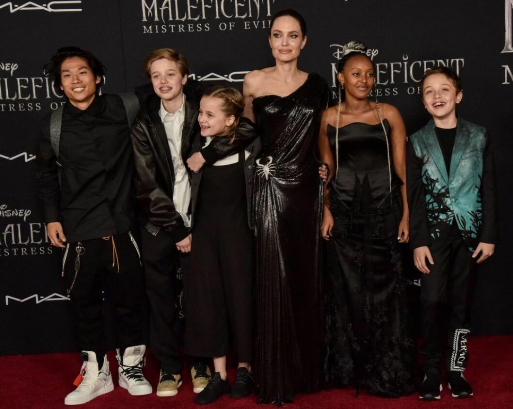 Angelina jolie på röda mattan med fem av sina barn