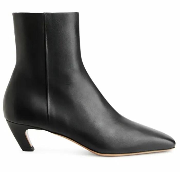 Ankle boots från Arken med låg klack.