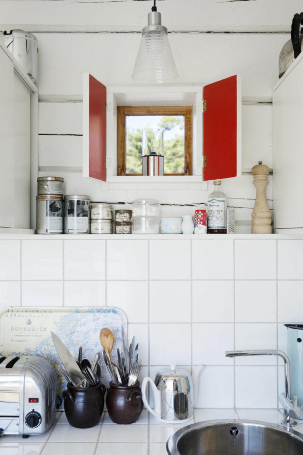 Lilla köket i gäststugan är minimalt ytmässigt, men maximalt fint.
