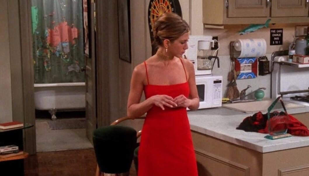Rachel Green i röd sidenklänning