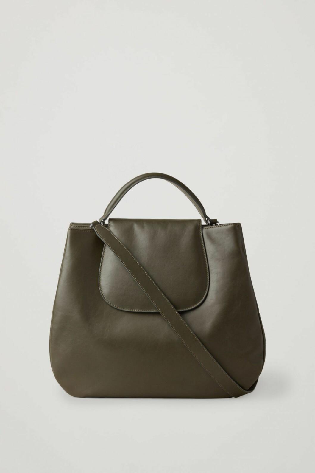 Mörkgrön väska från Cos.