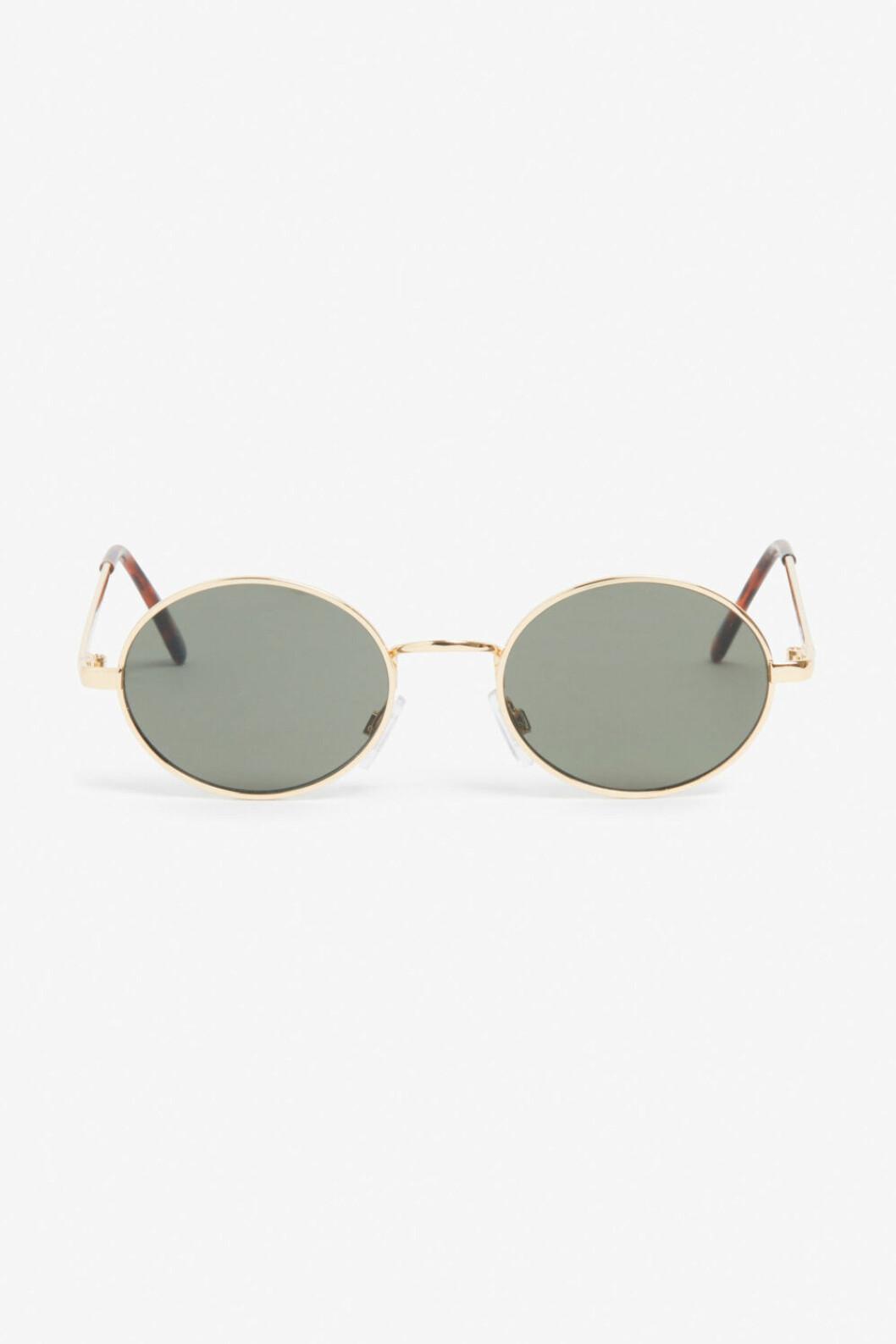 Runda solglasögon med guldkanter från Monki.