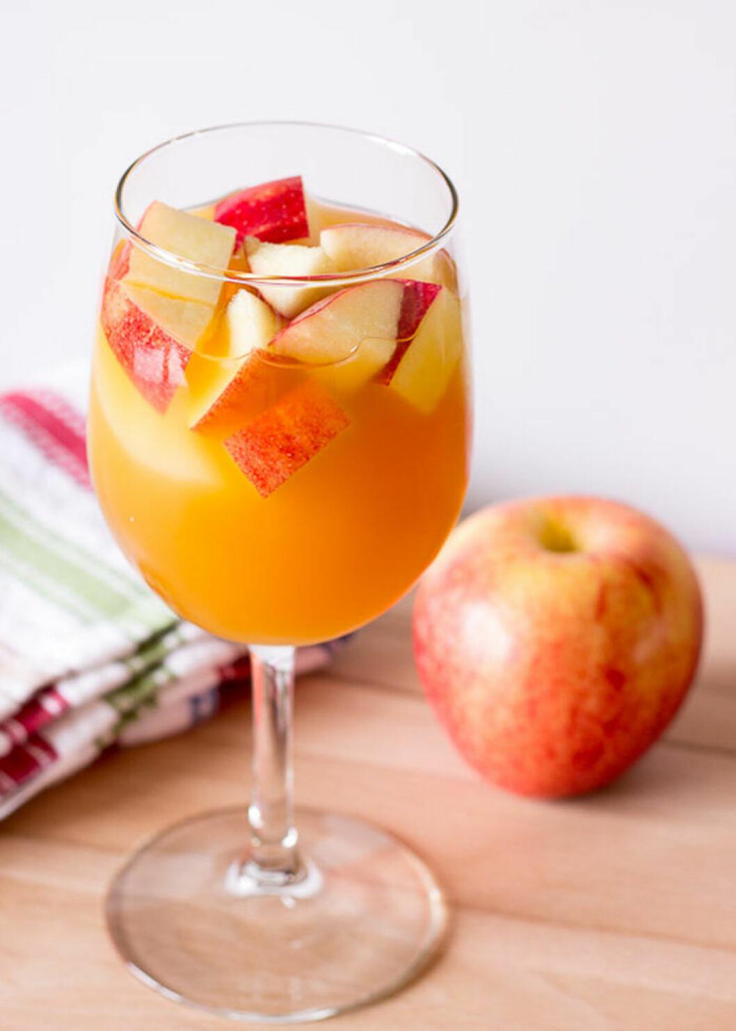 Sangria med smak av äpple och kola.