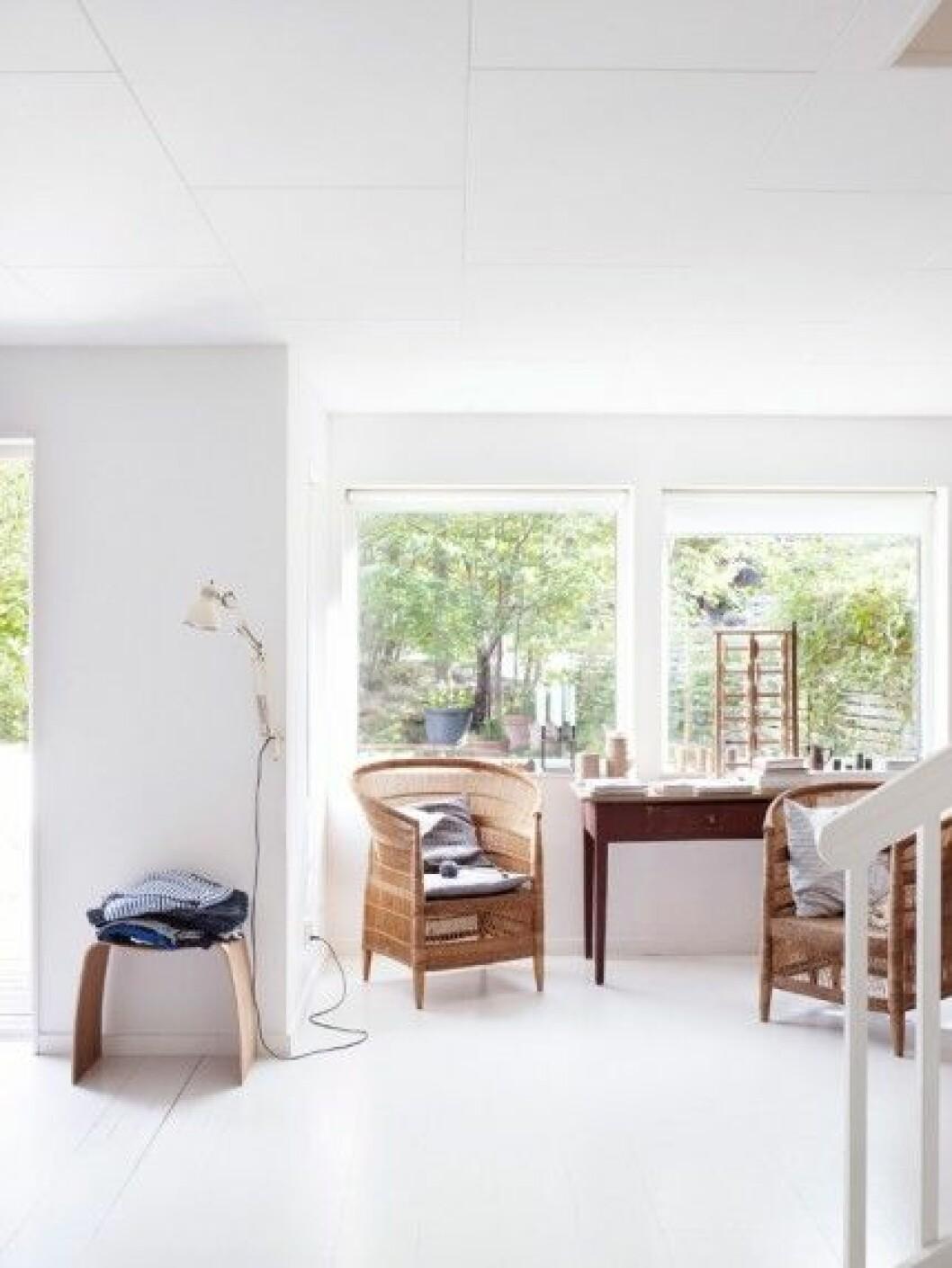 arbetsplats-skrivbord-vitt-golv-inspiration-foto-anna-kern