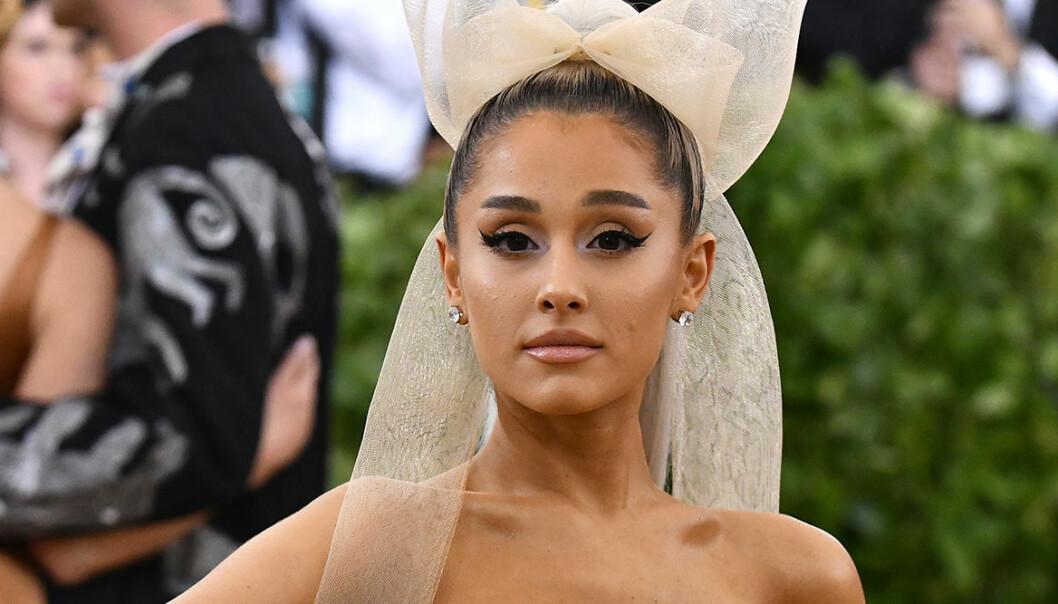 Ariana Grande har förlovat sig med Dalton Gomez – se den otroliga ringen