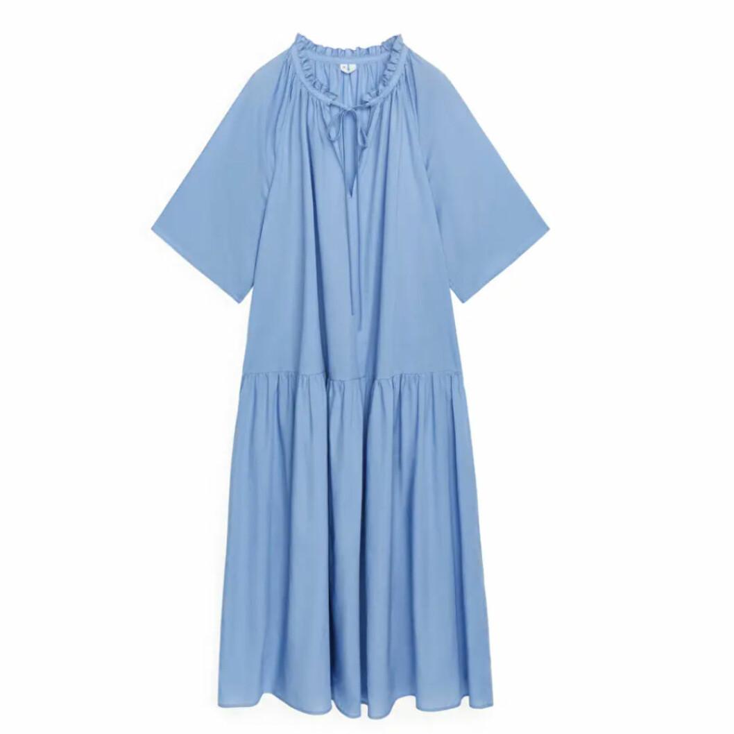 Ljusblå klänning från ARKET