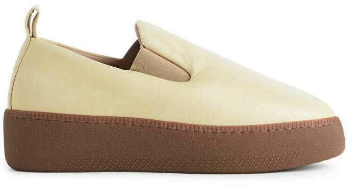 Slip-in sko i beige och gul från Arket