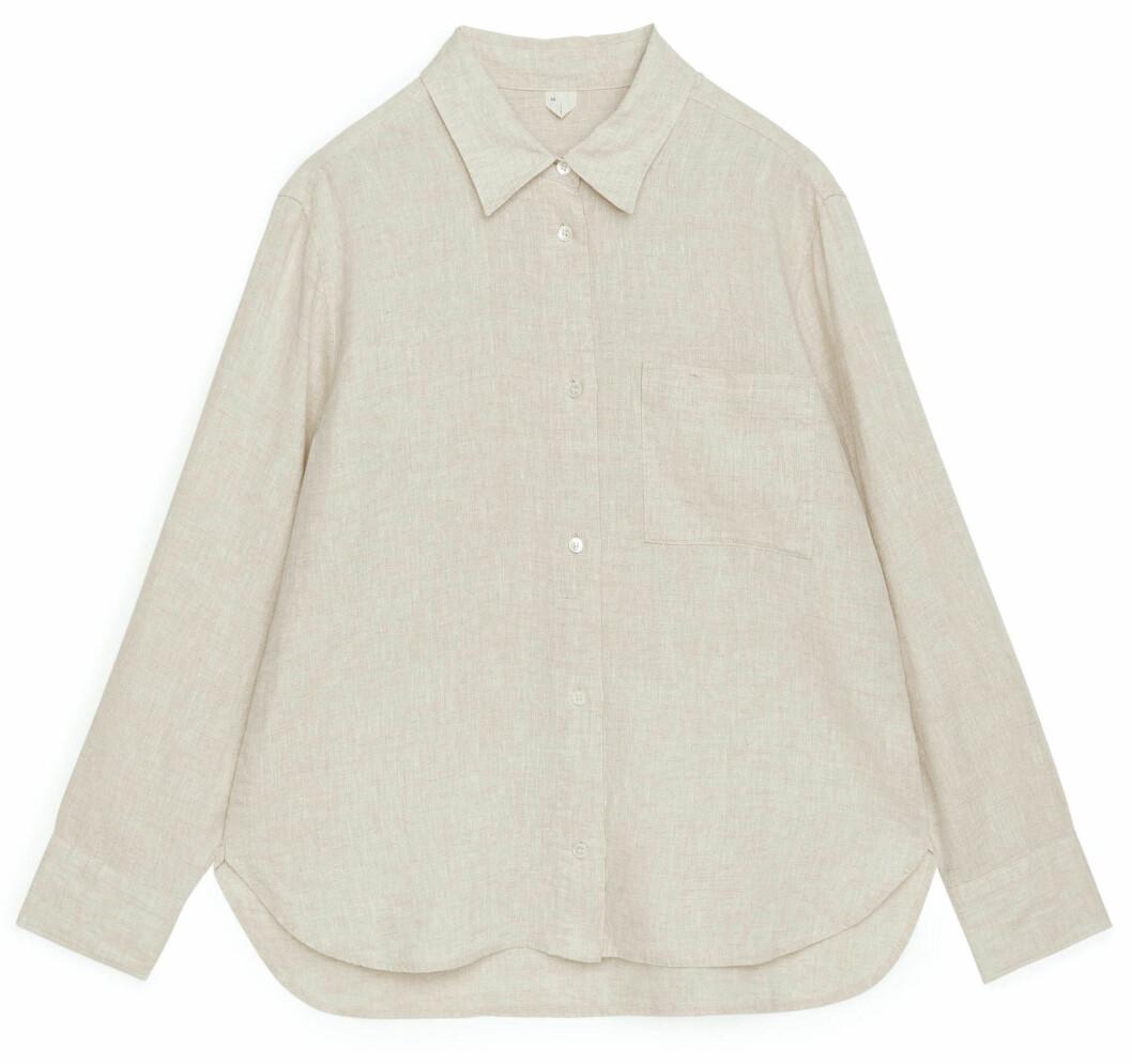 sval linneskjorta i beige från arket.
