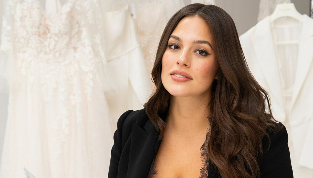 Ashley Graham i svart kostym