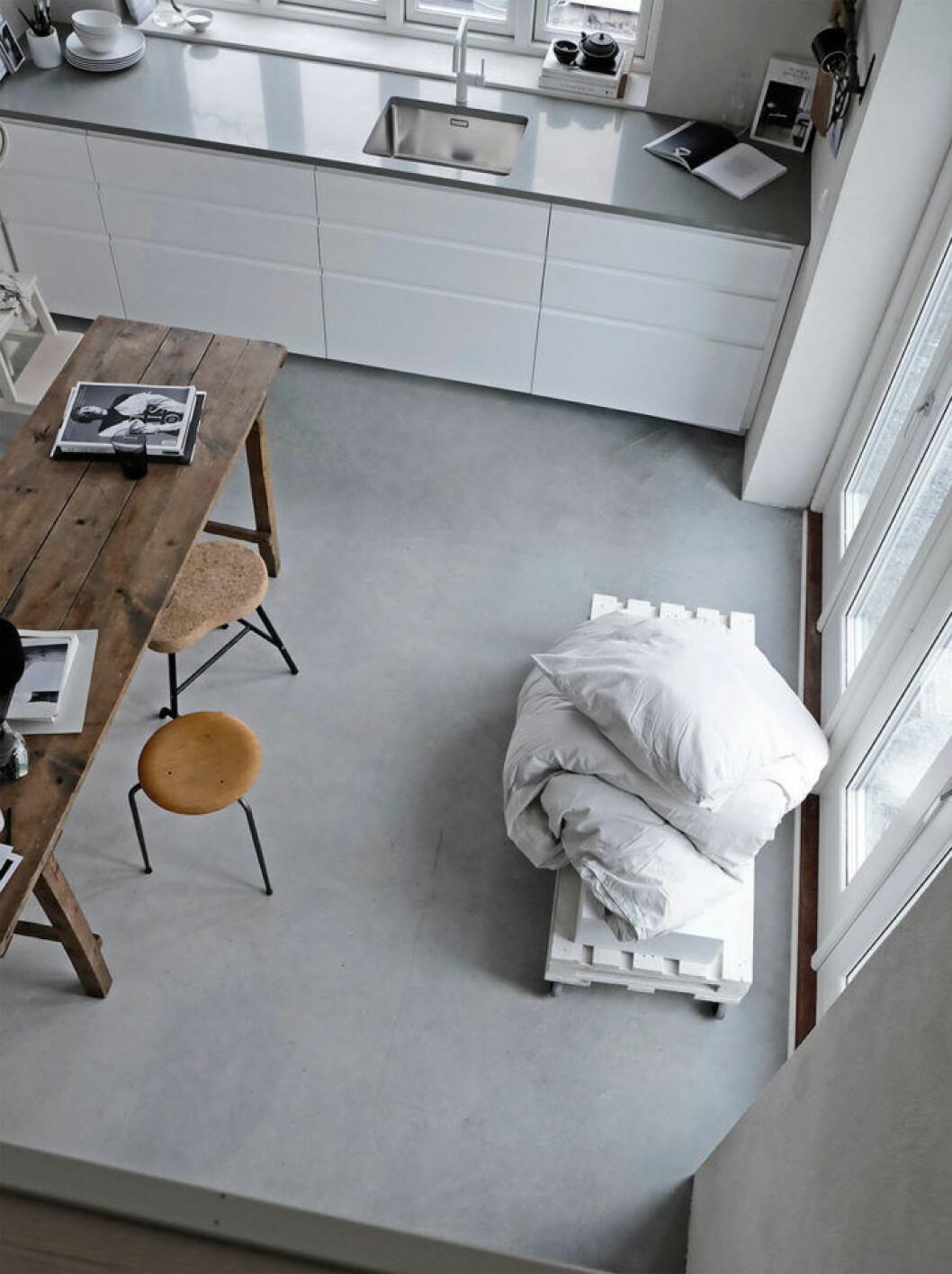 Golvet är betonggrunden som stålglättades direkt efter gjutning. Foto: Pella Hedeby
