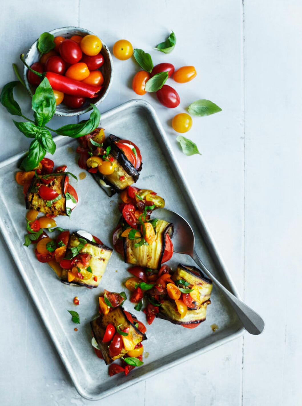 Recept på auberginerullar med tomat och mozzarella