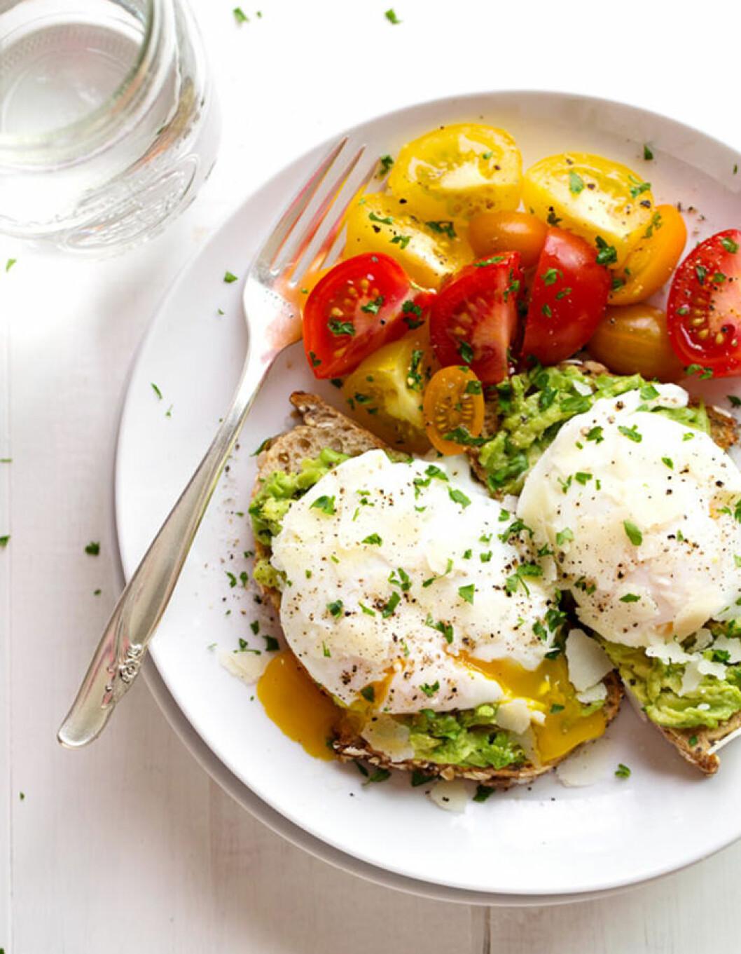 Avokadotoast med pocherat ägg.
