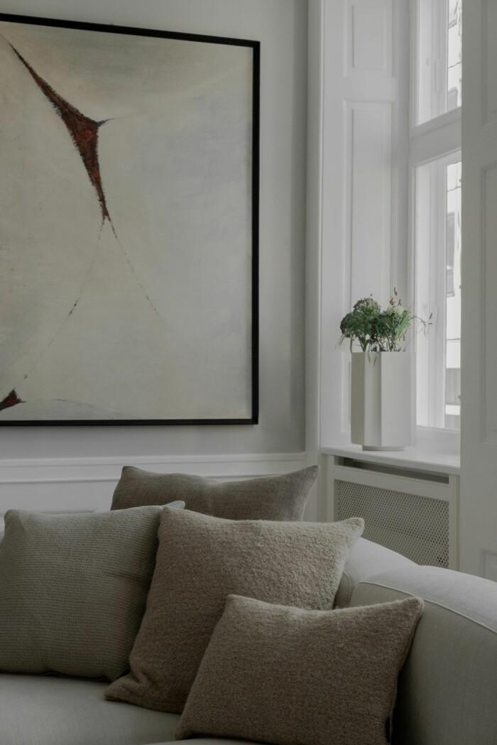 avskalad minimalistisk och skandinavisk inredning hos louise roe