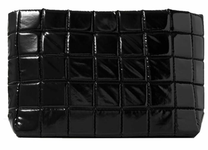svart quiltad väska