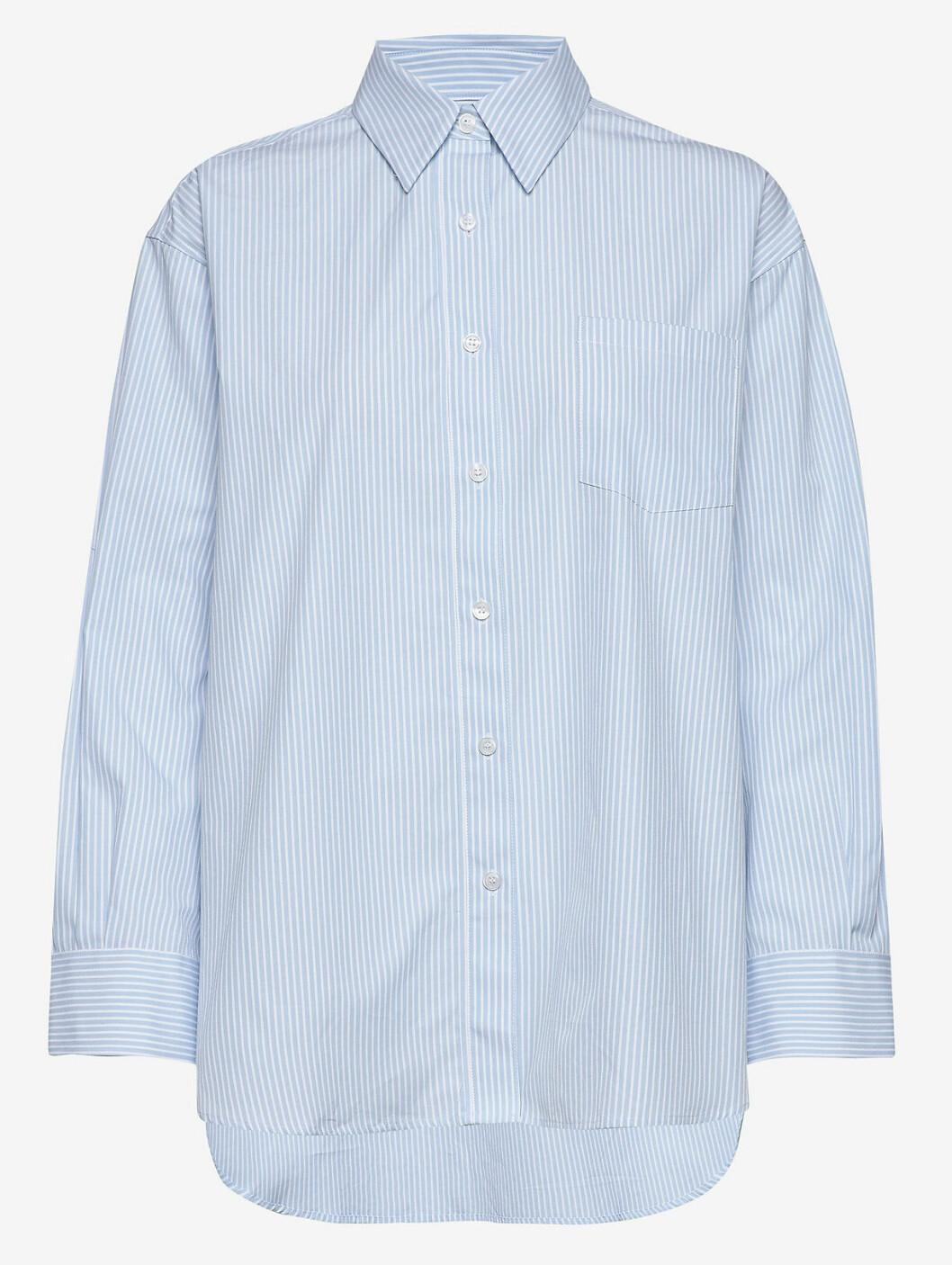 Drömlik, puderblå och oversized skjorta från Filippa K.
