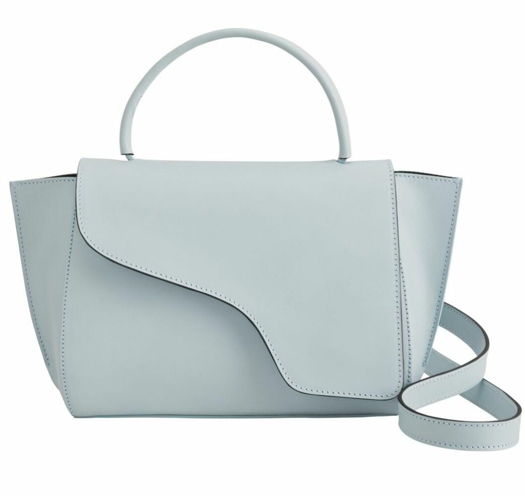 Ljusblå väska från Atp Atelier med avtagbart axelband.