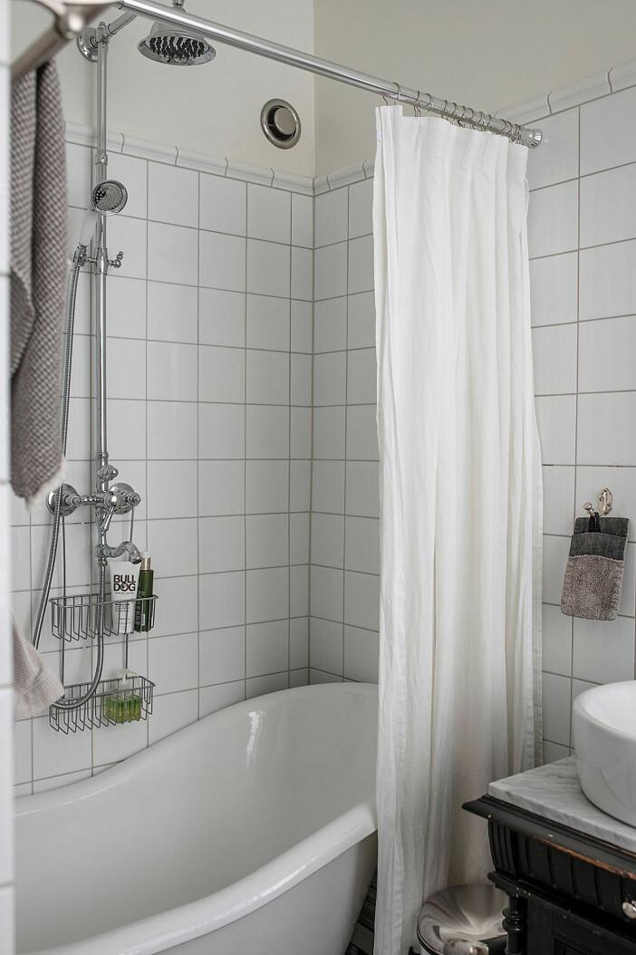 badrum med badkar i äldre stil