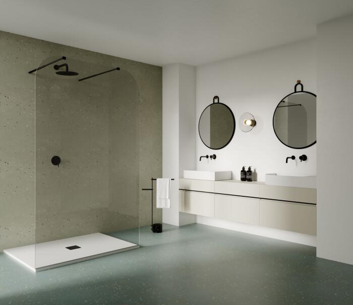 badrum med svarta detaljer – dusch, spegel och blandare