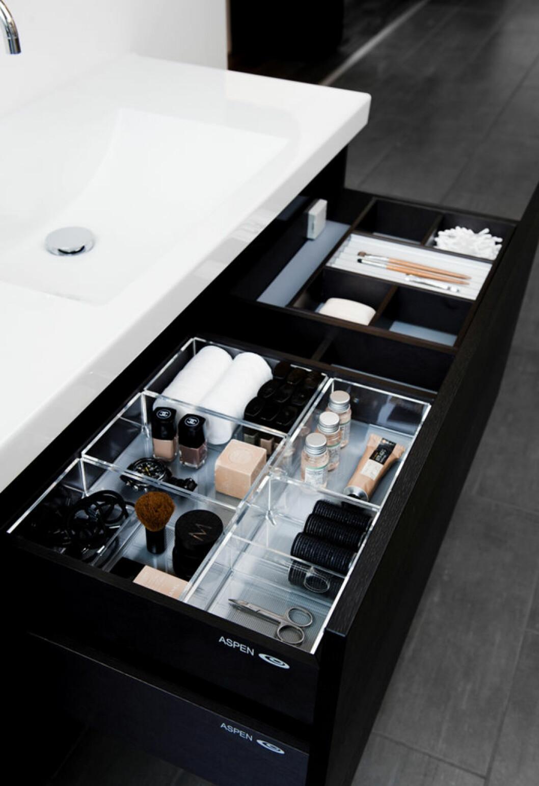 Organiserad sminkförvaring