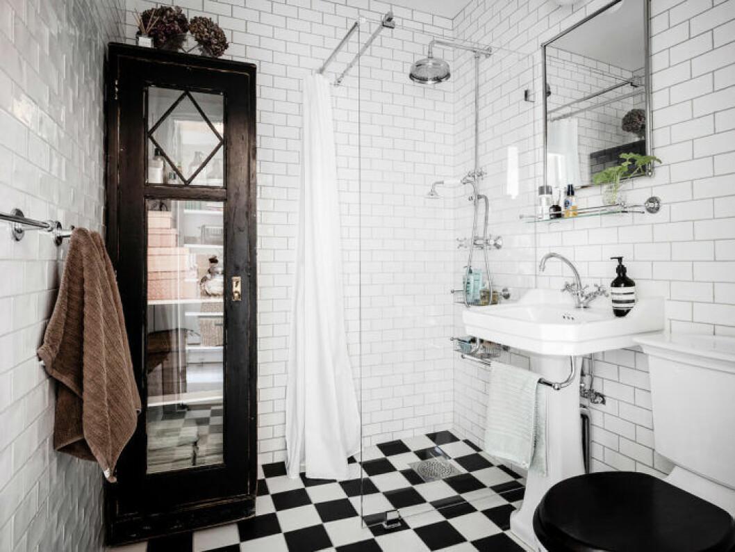 Gammalt skåp gör badrummet mysigare