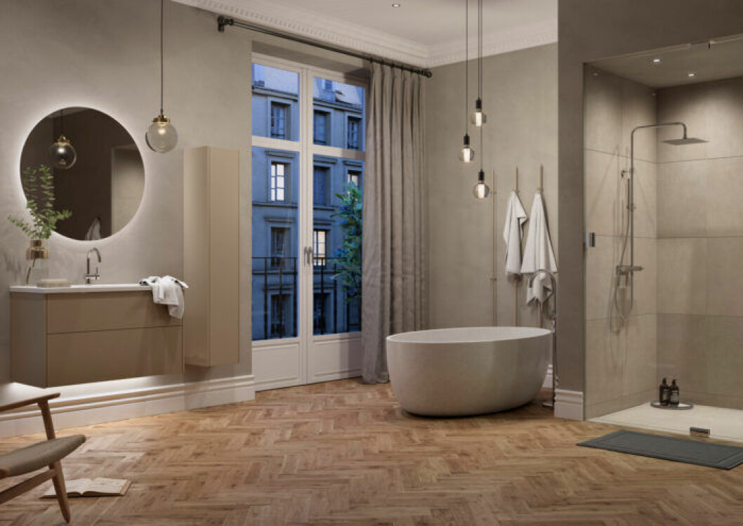 Snyggs badrum med trägolv