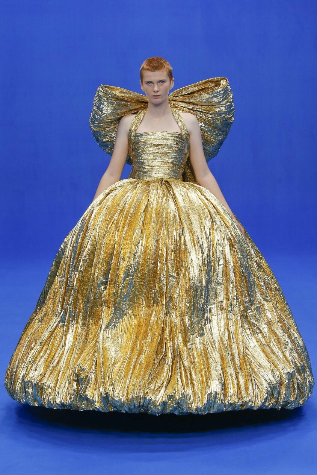 Guldklänning från Balenciaga