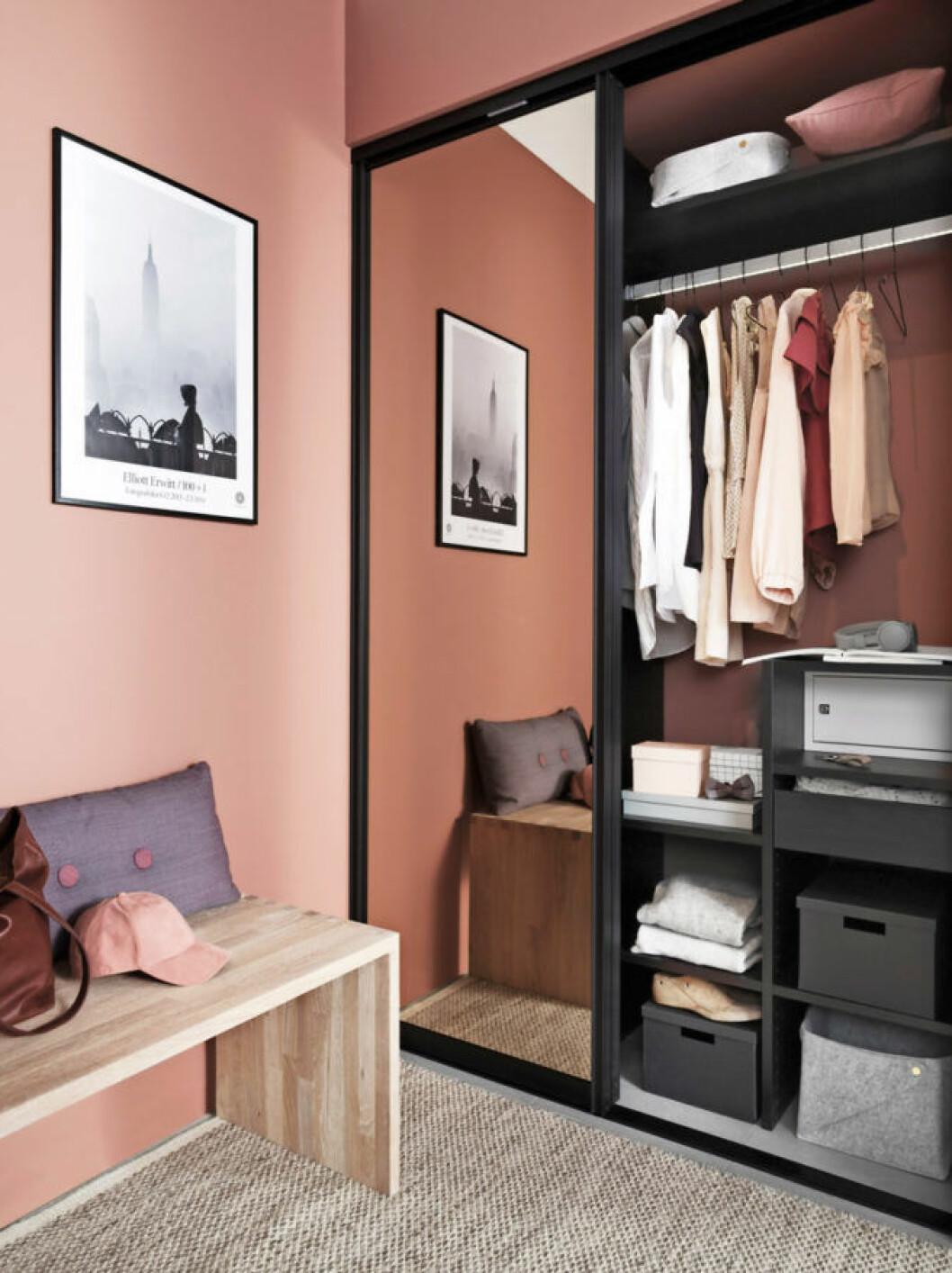 Smart platsbyggd garderobslösning
