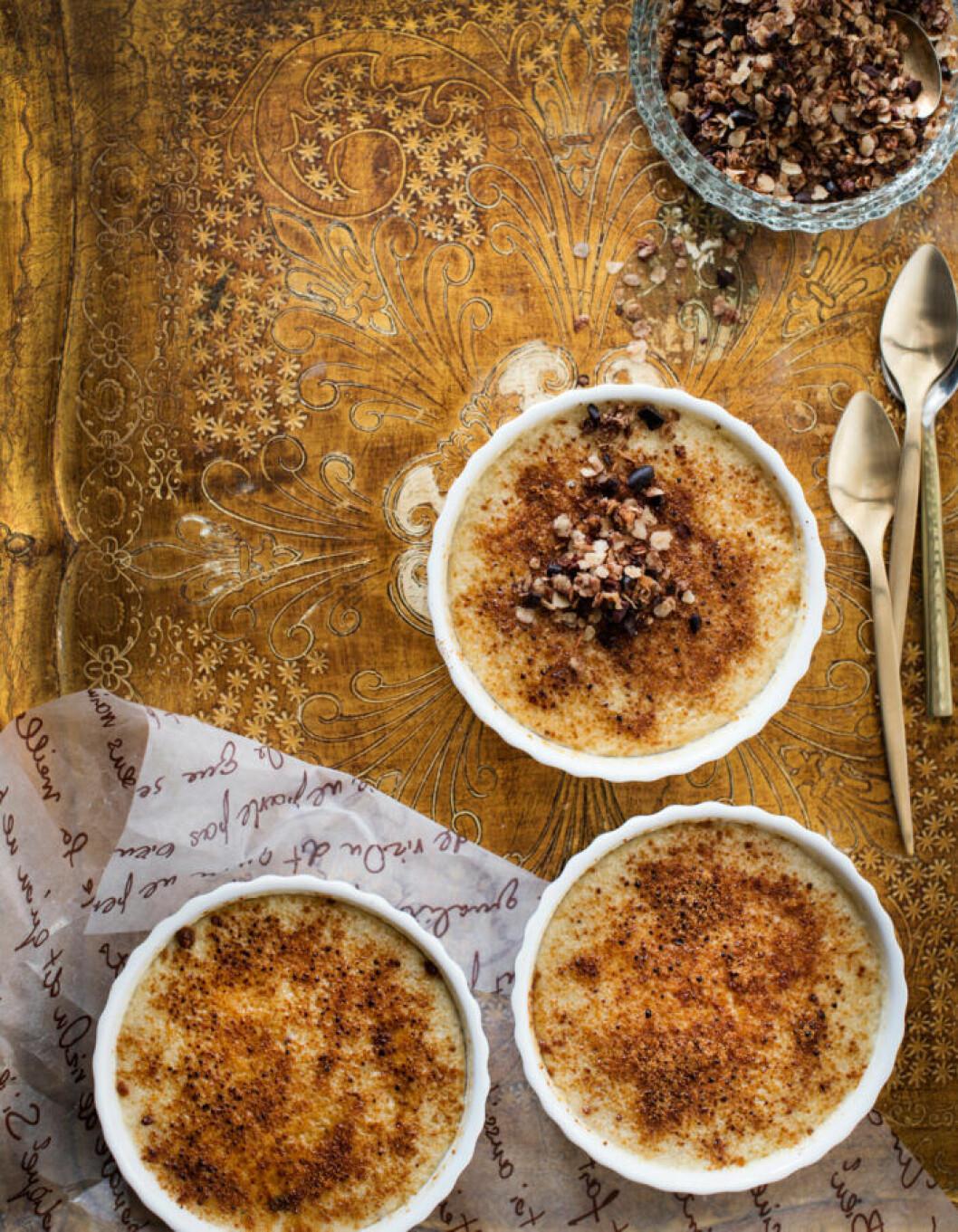 Recept på bananbrulée med chokladgranola