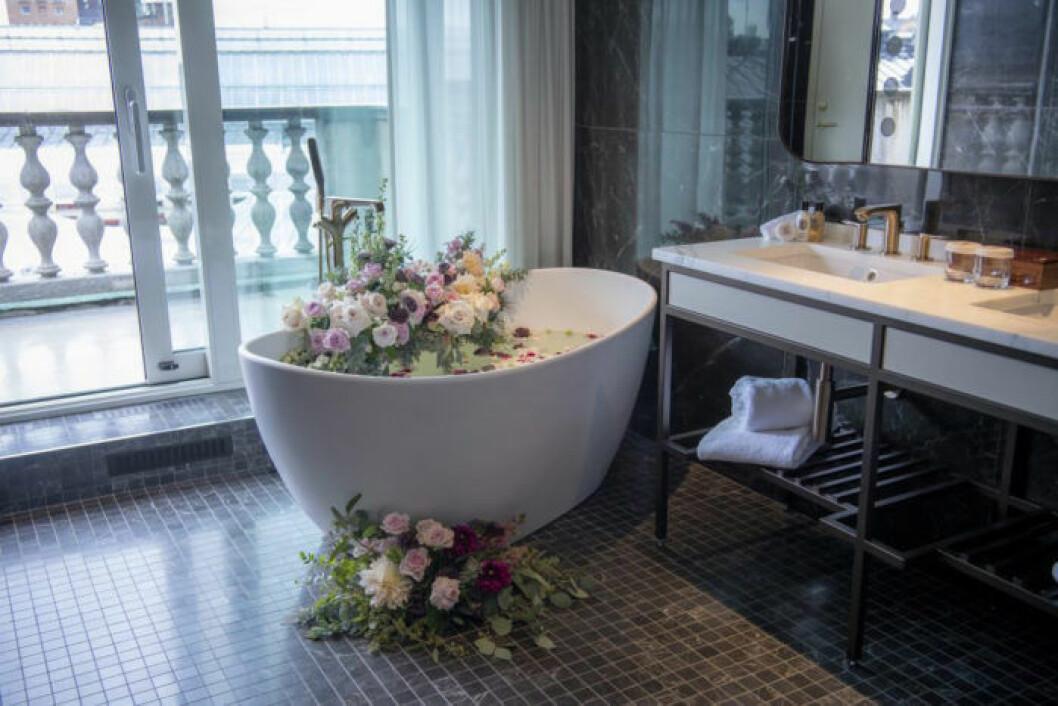 Fristående badkar med fantastisk utsikt.