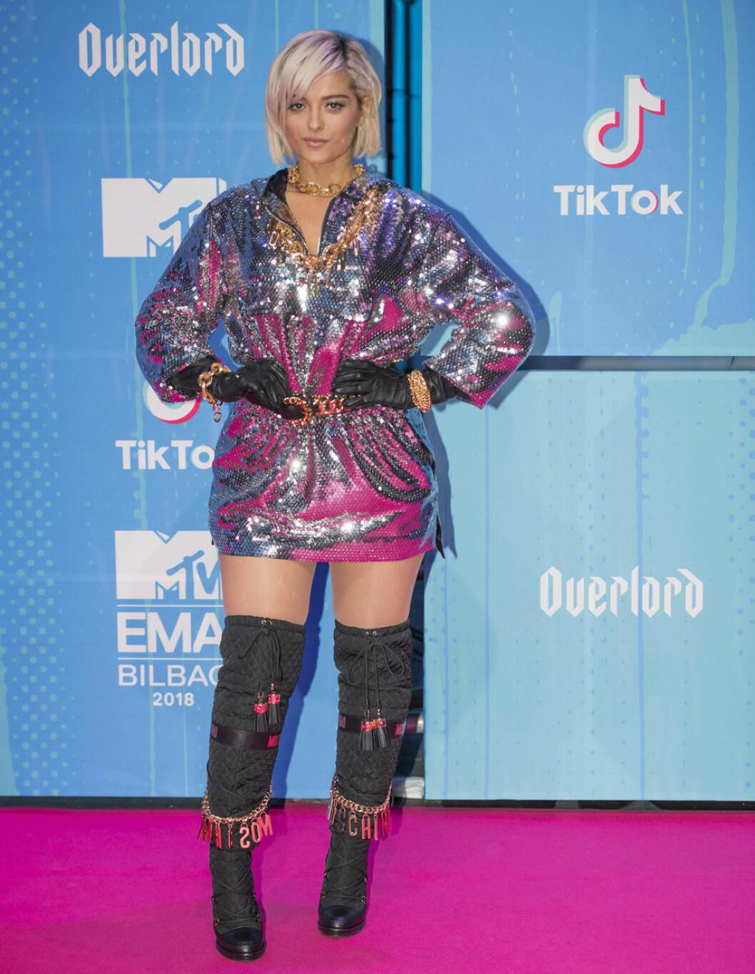 Bebe Rexha på röda mattan under MTV EMA 2018.