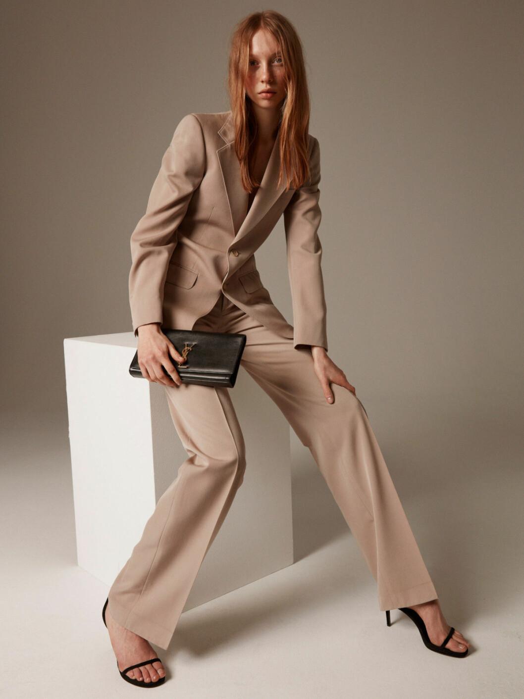 Beige kostym från Yves Saint Laurent