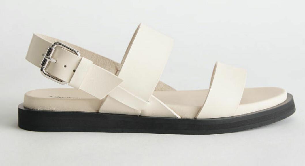 Vita sandaler med breda remmar från & Other stories.