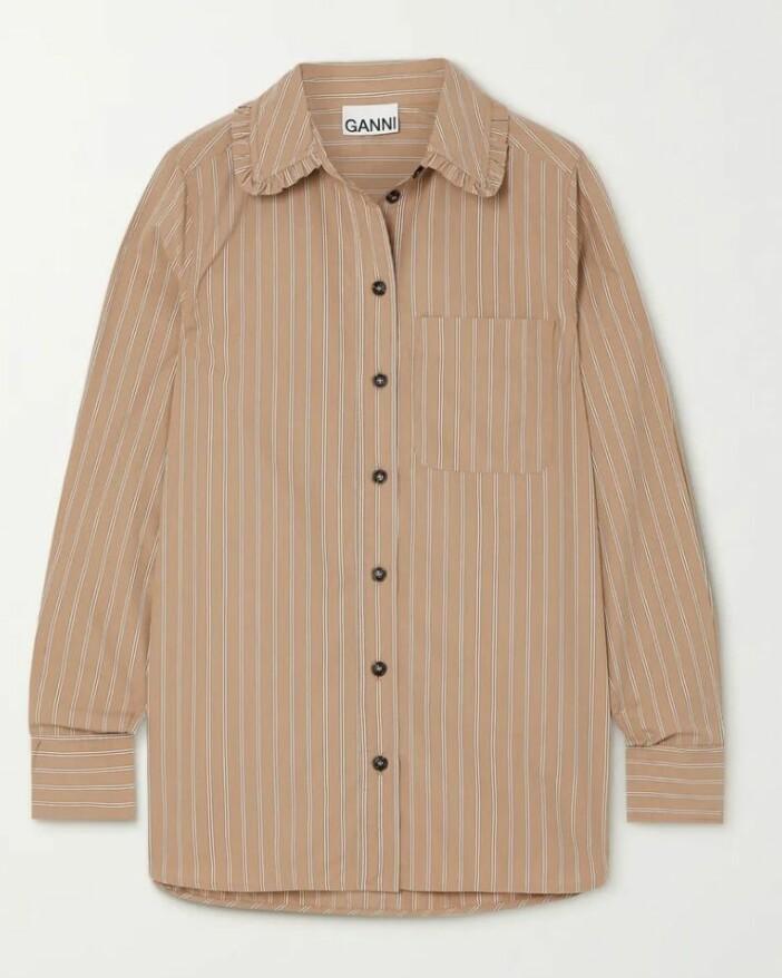Beige skjorta med krage från Ganni. S