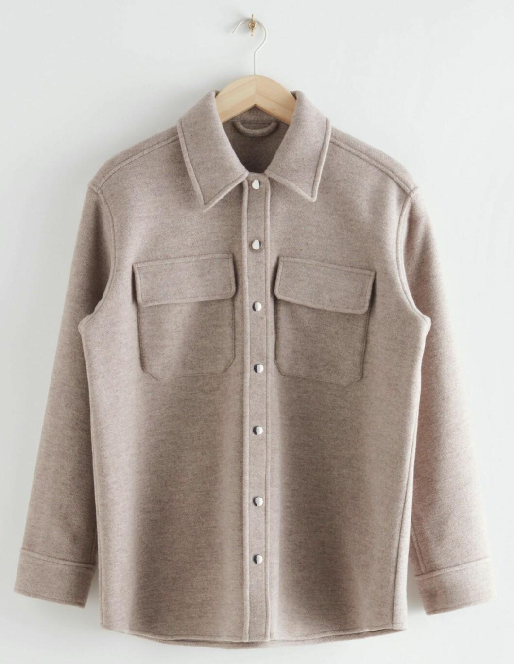 Beige oversized skjortjacka från & Other stories.
