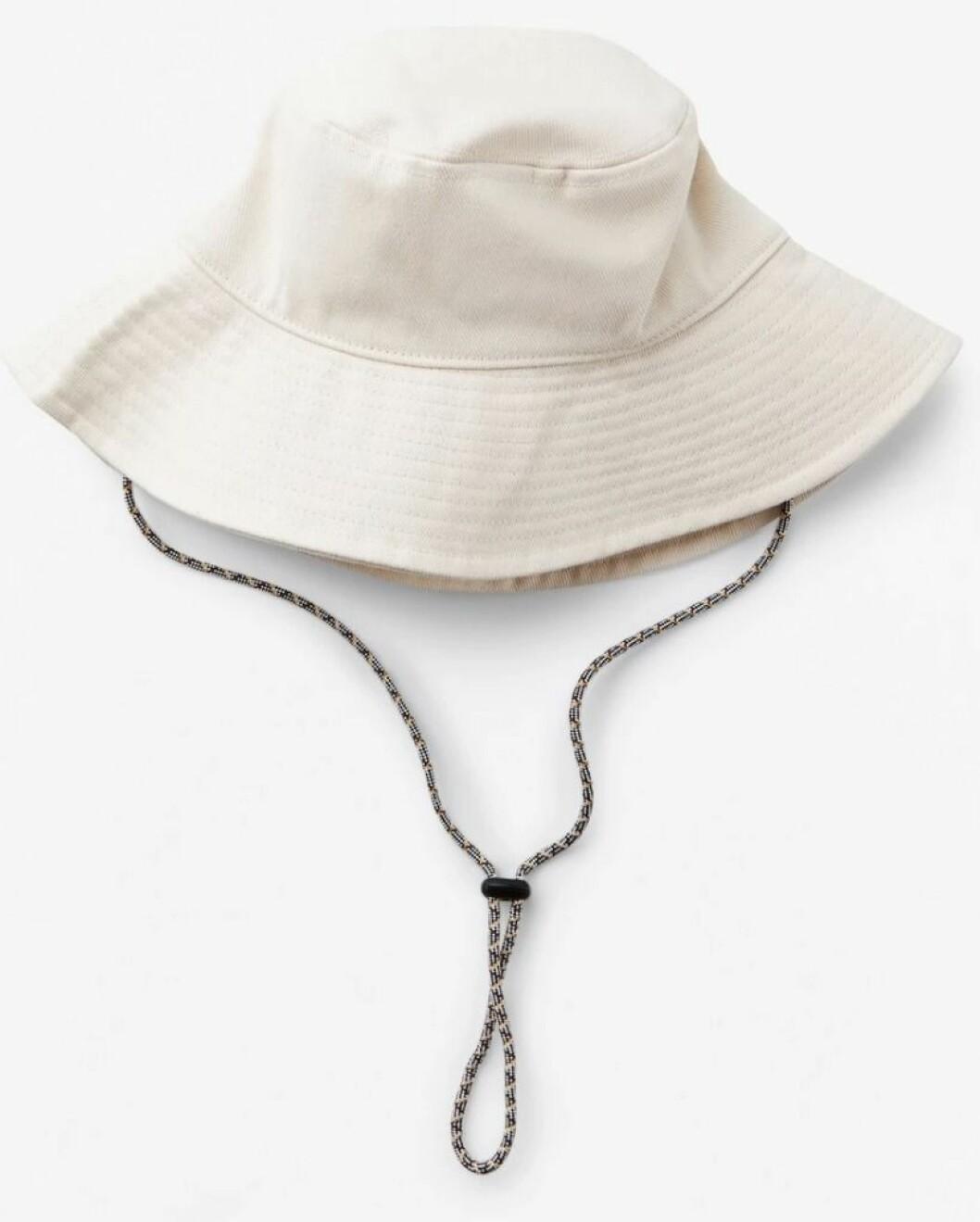 beige buckethat från lindex.