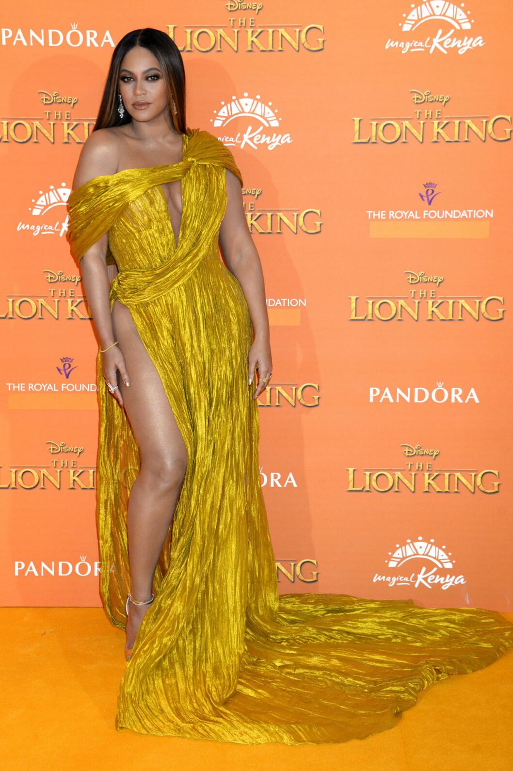 Beyonce i gul långklänning