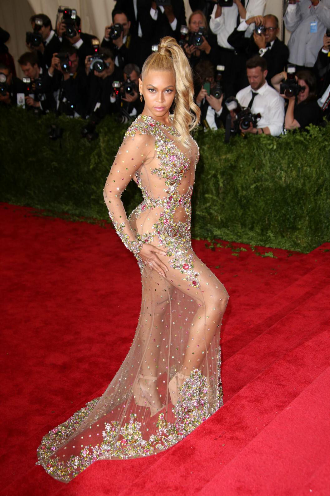 Beyonce i avslöjande klänning