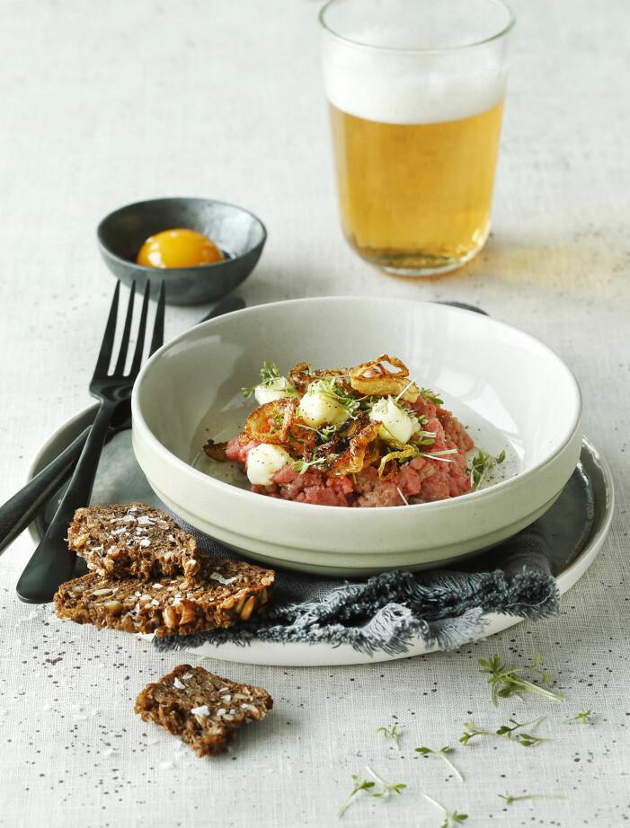 Recept på biff tartar med confiterad äggula